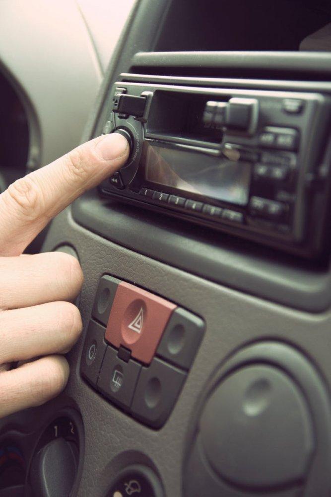 Hudba v autě
